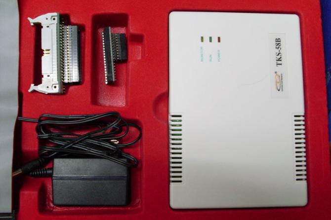 这次的DIY经过了4个阶段: 1.1602液晶显示驱动测试; 2.GPS模块与单片机的通讯测试; 3.GPS数据处理显示程序设计; 4.硬件安装调试. 1602液晶显示器的驱动调试经历一点点的波折,好在网上共享的程序不少,费了点时间也就找到适用的程序了. 而GPS模块与单片机的串行通讯则要自己来写了,好在N年前就写过类似的程序,还有串口调试助手之类的软件可以用,所以这一关也就过去了.