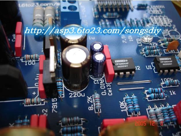 以下就是以LM1876为主要元件构成的前后级合并放大电路,前级线性放大部分采用运算放大器,其设计的放大倍数为5倍,可以根据前级音源的实际情况进行修改,如果信号幅度较小,可以增大R4/R3的值来调整。运放可以采用NE5532,如果采用AD827或AD812,OPA2604则效果更佳,正如报刊上烧友所说的,这两种集成块搭配能取得很好的效果,U2的1、3脚为两声道输出脚,并且采用电流电压负动态负反馈的方式输出,以达到理想的效果。LM1876的9、14脚为待机预备功能,外接R7、C4定时元件用于实现开关机的