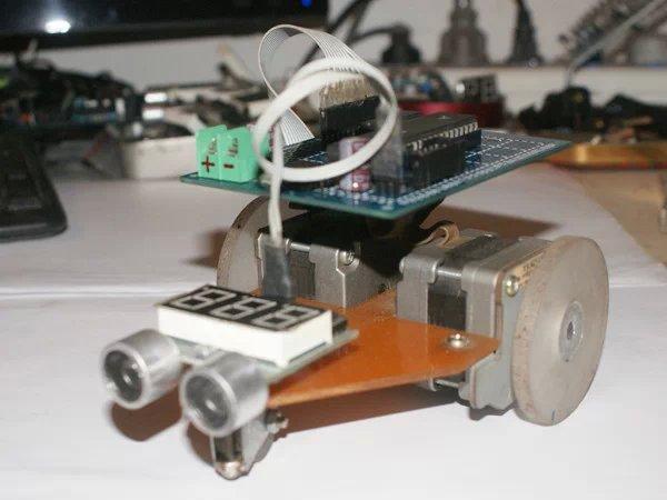超声波避障小车制作资料下载(源程序及pcb图)