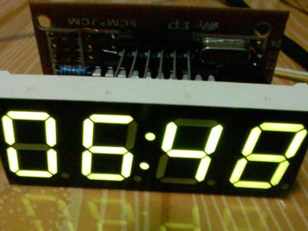 stc12c2052ad单片机控制的数码管时钟程序及电路图